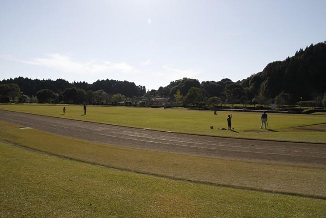 陸上競技場。他にテニスコート8面、弓道場・四半的弓道場・パターゴルフ場 ・ゲートボール場・野球場などがあります