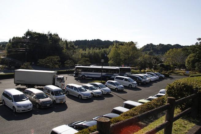 公園内には普通車340台、大型車9台の充分な駐車場